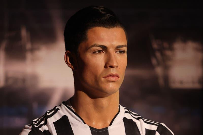 Conocido museo de cera abre sede en Dubái y exhibe a Cristiano Ronaldo con la camiseta incorrecta