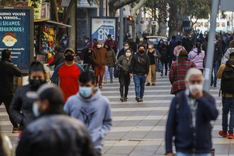 Chile registra 1.842 nuevos contagios de COVID-19: Casos activos superan los 8 mil