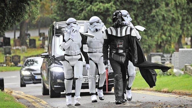 Darth Vader encabezó un funeral temático de Star Wars