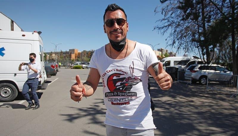 """""""Lista la bendición"""": Esteban Paredes llegó al Monumental para ver el choque entre Colo Colo y la UC"""